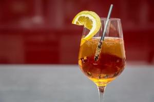 Old fashioned cocktail on makea vaihtehto