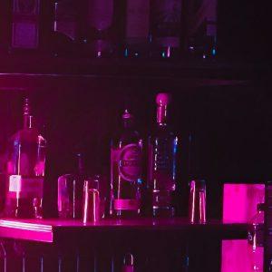 Alkoholijuomia baarissa.